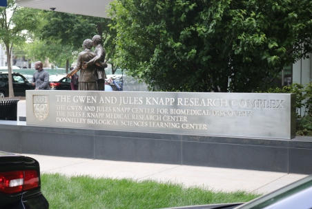 Knapp Research Complex (University of Chicago); Exterior Front-Lit Sign