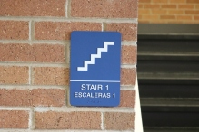 Red Oak Elementary School (Highland Park, IL); Stairs ADA compliant sign with Spanish copy