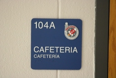 Red Oak Elementary School (Highland Park, IL); Cafeteria ADA compliant sign with Spanish copy