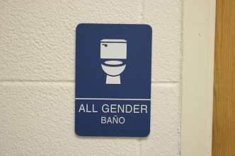 Red Oak Elementary School (Highland Park, IL); All Gender Bathroom ADA compliant sign with Spanish copy