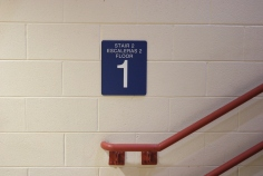 Oak Terrace Elementary School (Highland Park, IL); ADA Compliant Stairwell sign with Spanish copy