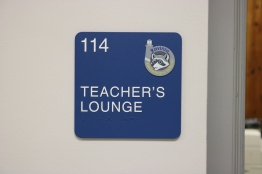 Ravinia Elementary School (Highland Park, IL); ADA Tactile & Braille Room Sign with Ravinia Crest